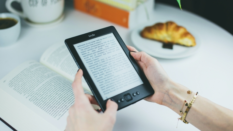 Audiobooki vs tradycyjne czytanie. Jakie są różnice?