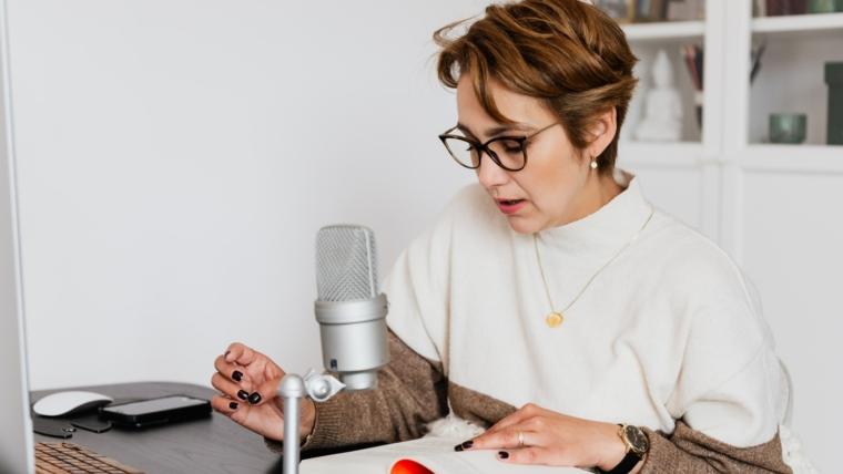 Gdzie słuchać podcastów, audiobooków, konferencji online